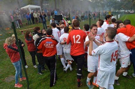 Il Real festeggia coi suoi tifosi (foto A. Cella).